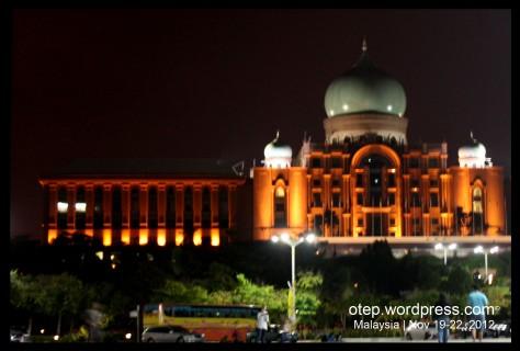 Perdana Putra at Night