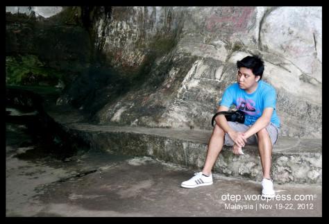 Dark Cave Bino