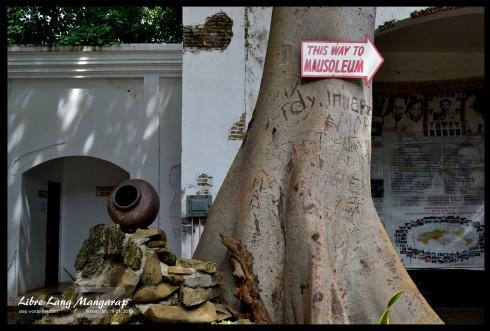 this way to mausoleum